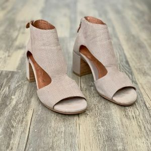 Gentle Souls Charlene Block Heel Open Toe Sandals